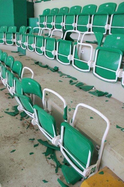 Antalyaspor Taraftarından Milli Stada Zarar