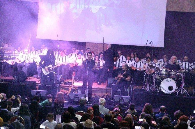Barış Manço, Sazdan Adam Ve Kurtalan Ekspres Konseriyle Anıldı