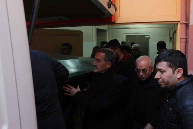 Çatışmanın ortasında kalarak ölen gencin cenazesi adli tıptan alındı