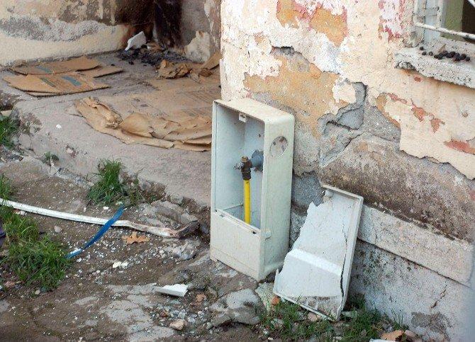Metruk Evde Gaz Kaçağı Korkuttu