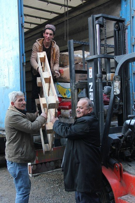 AK Parti Trabzon Teşkilatının Bayırbucak Türkmenleri İçin Topladığı Yardımlar Yola Çıktı