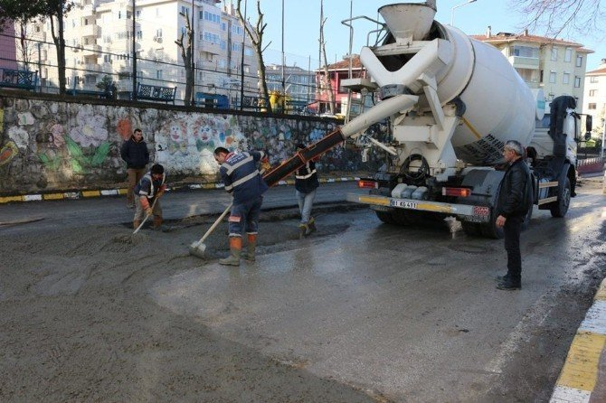 Akçakoca'da Yolların Bakımı Ve Onarımı Aralıksız Sürüyor