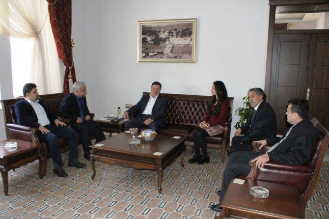 Antakya Gazeteciler Cemiyeti yönetimi Başkan Savaş'ı ziyaret etti