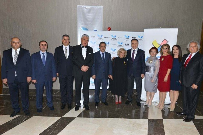 Ayçov'dan Vali Altıparmak'a Şükran Plaketi