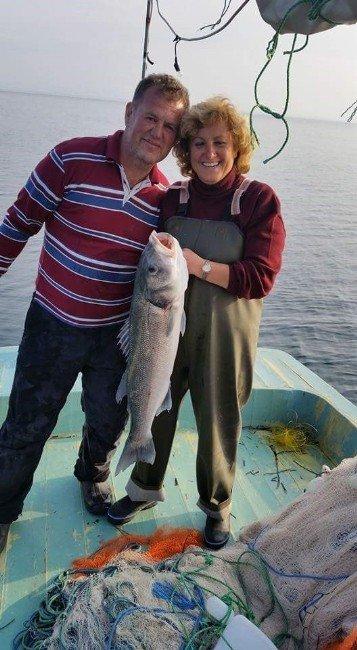Edremitli Balıkçı Sekiz Kilo Ağırlığında Levrek Yakaladı