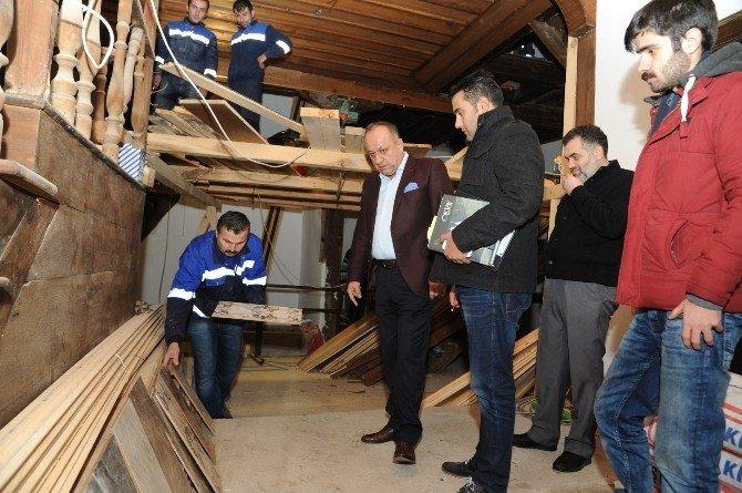 Başkan Babaş Tarihi Konaktaki Restorasyon Çalışmalarını İnceledi