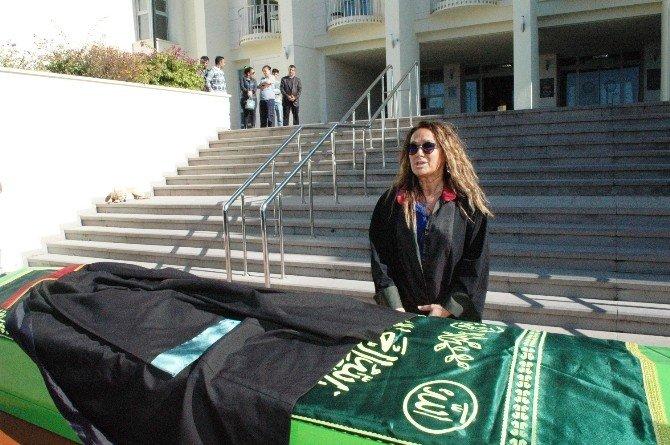 Yangında Ölen Avukat İçin Adliyede Tören Düzenlendi