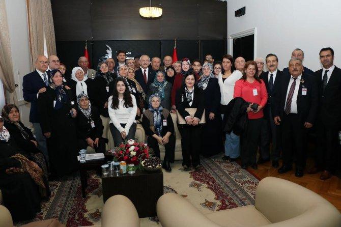 Kılıçdaroğlu, şehit aileleri ve gazileri TBMM'de kabul etti