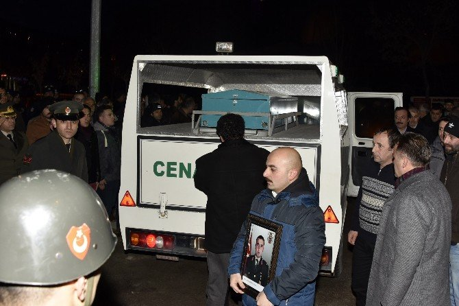 Şehit Teğmen Erdoğan'ın Cenazesi Gümüşhane'ye Getirildi