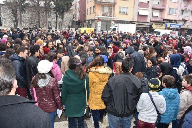 Dursunbey Belediyesi Takdirlik Öğrencileri Ödüllendirdi
