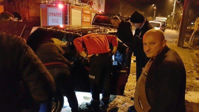 Dursunbey'de Araç Kundaklandı