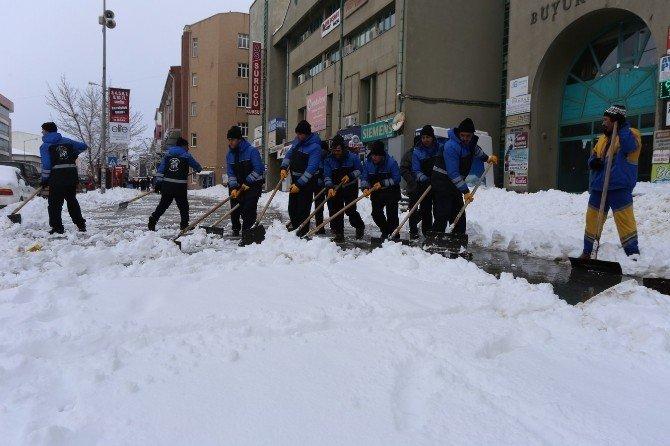 Erzincan Belediyesinden Kar Temizleme Seferberliği