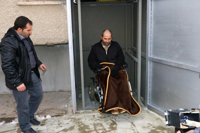 Belediye ALS hastasının evine asansör yaptırdı