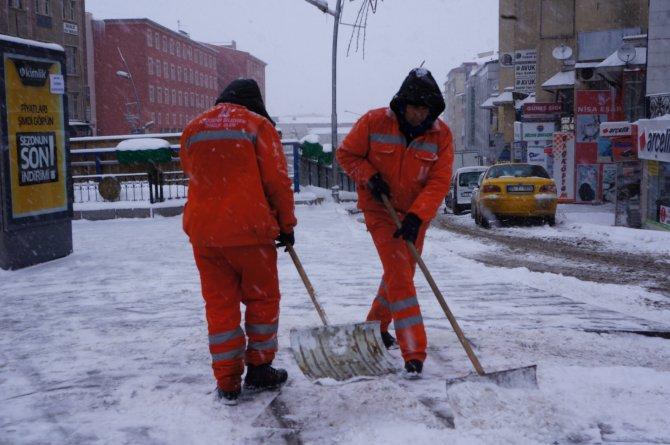 Erzurum'da kar etkili oldu