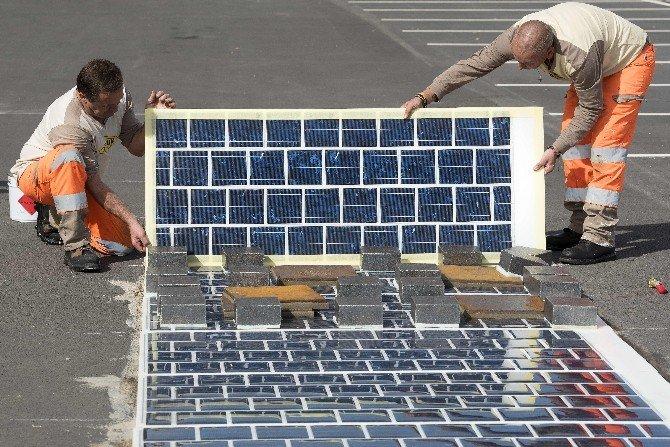 Fransa'da Kaldırımlara Güneş Paneli Döşenecek