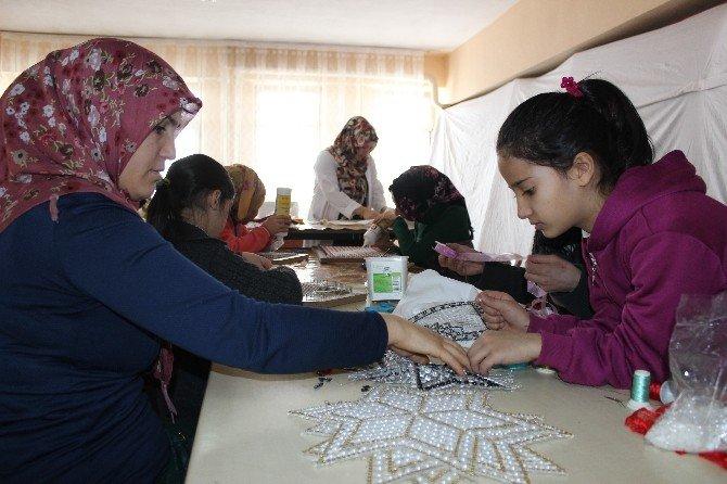 Hasköy'de El Sanatları Kursuna Yoğun İlgi