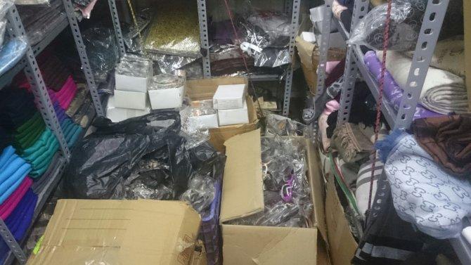 Jandarma piyasa değeri 70 bin lira olan bin 636 adet sahte gözlük ele geçirdi