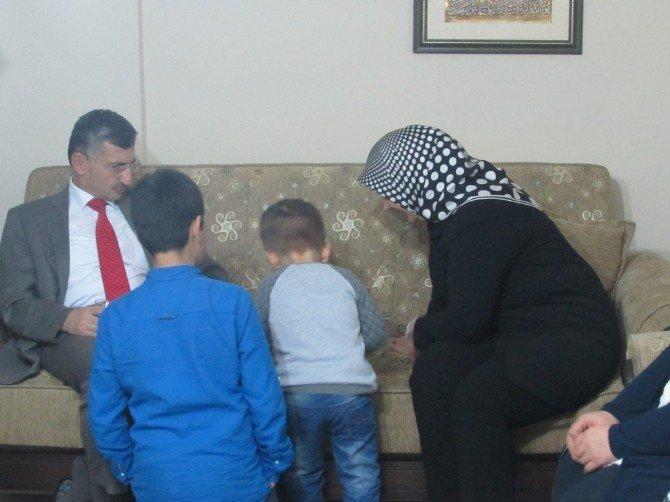 Vali Bektaş'tan Koruyucu Aileye Ziyaret