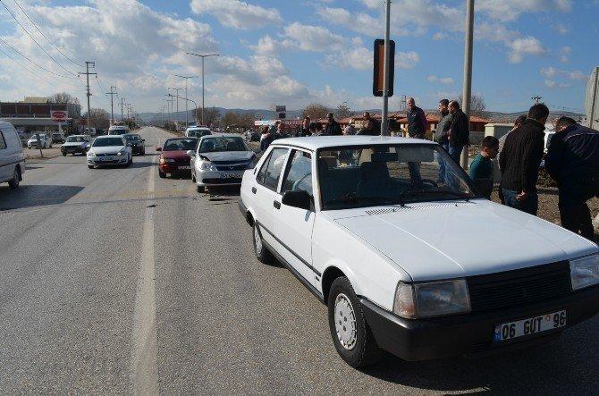 Işıklarda Meydana Gelen Kazada Yaralanan Olmadı