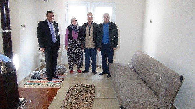 Mersin Büyükşehir Belediyesi Evi Yanan Aileye Sahip Çıktı