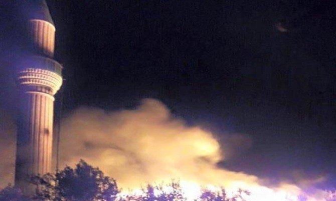 60 Yıllık Cami Elektrik Kontağından Çıkan Yangında Kül Oldu
