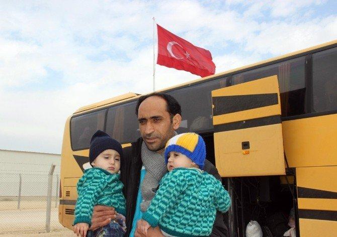 Bayır-bucak'tan Gelen Türkmenler Kampa Yerleştirildi