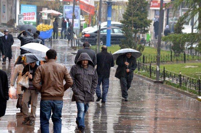 Siirt'te Sağanak Yağış Etkili Oldu
