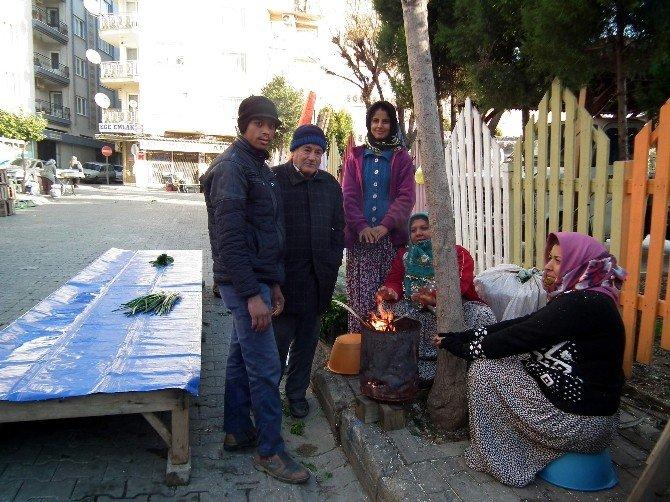 Pazarcılar Soğukta Ateş Yakarak Isınıyor