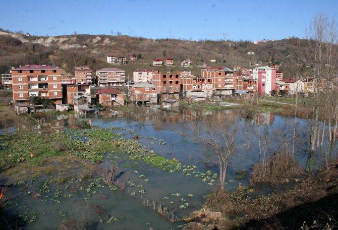 Karlar eriyince mahalle göle döndü