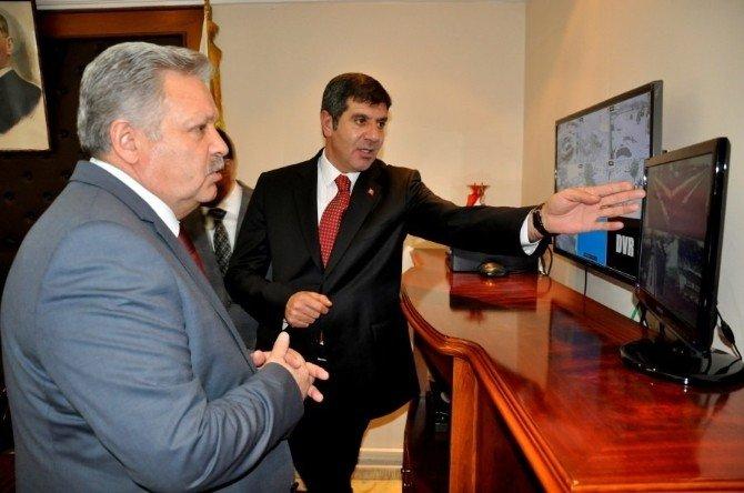 Vali Kahraman'dan Akyazı Belediyesine Ziyaret