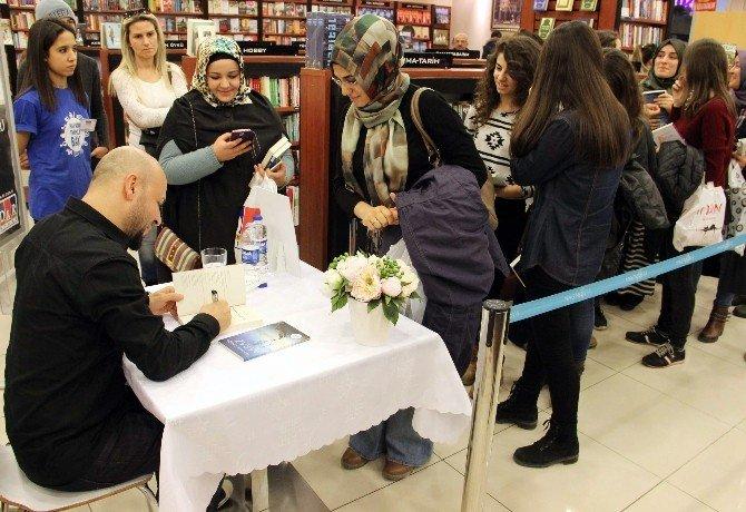 Forum Magnesia İmza Gününe Ev Sahipliği Yaptı