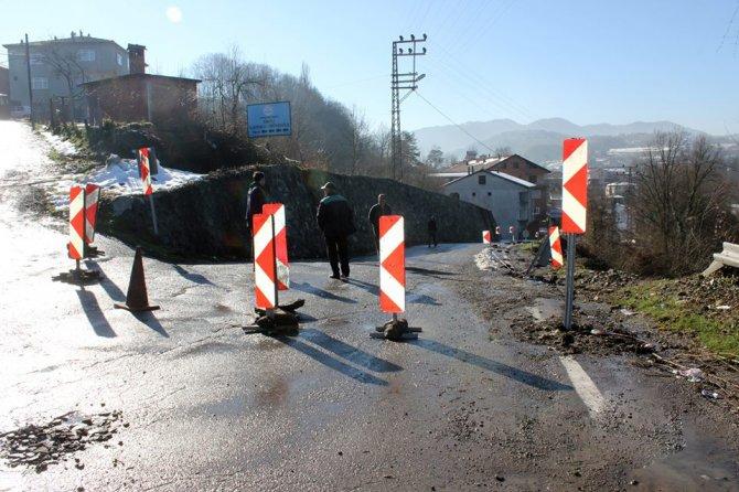 25 köyün ulaşımını sağlayan yol göçtü