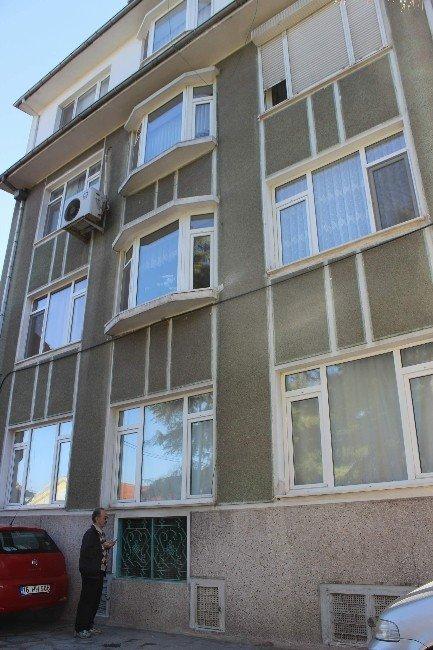 5 Katlı Apartmanın Altındaki Yatır Görenleri Şaşkına Çeviriyor