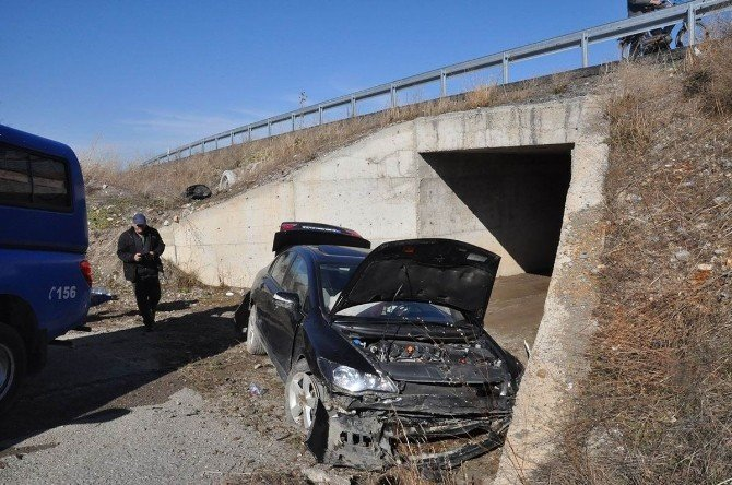 Akşehir'de Otomobil Şarampole Yuvarlandı: Dört Yaralı