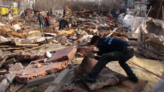 Suriyelilerin yıkım sevinci