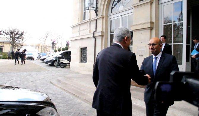 Volkan Bozkır Paris'te Fransız mevkidaşı ile görüştü