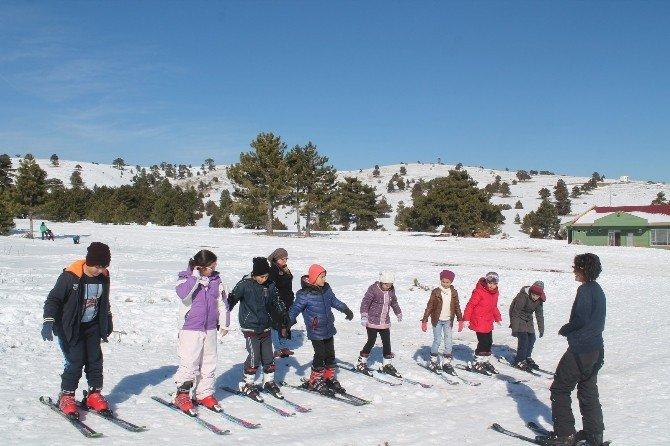 Burdurlu Gençler, Kayak Yapmayı Öğreniyor