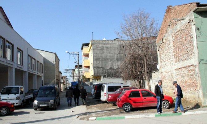 Bu evler 7 gün 24 saat depremi yaşıyor