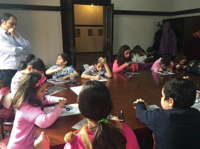 Paşa Konağı'nda Öğrenciler Karagöz Öğreniyor