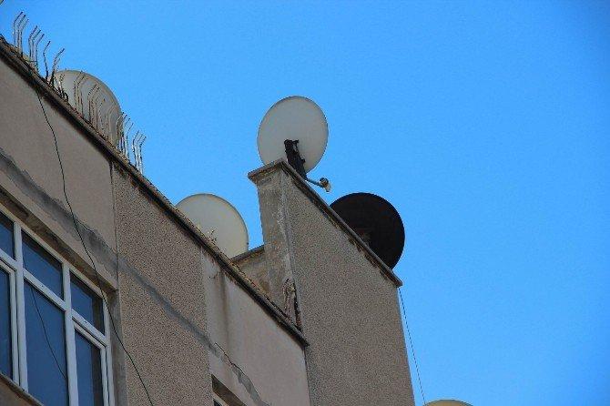 Diyarbakır'da Bir Binanın Çatısına Roket Mermisi İsabet Etti