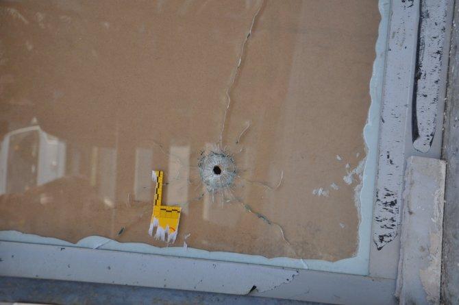 Silahlı saldırıya uğrayan dernekte kurşun izleri kaldı