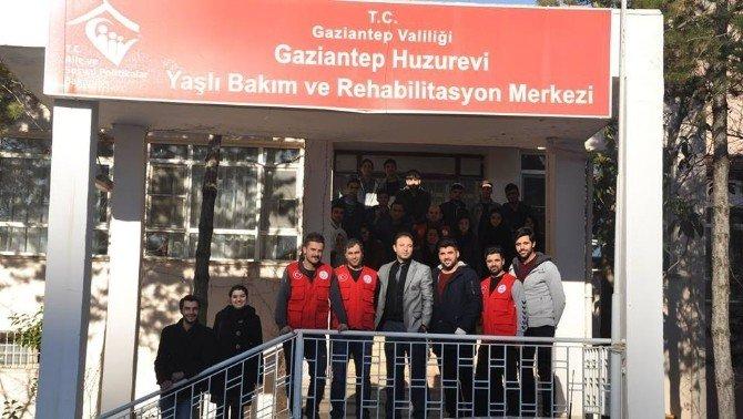 Gençler Huzur Evi Ziyaretlerini Sürdürüyor
