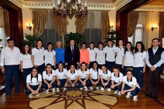 Antalya Valisi Hakkarili Sporcuları Ağırladı