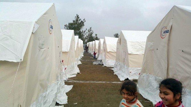 Türkmenler Güveççi Çadırkentine Yerleştiriliyor