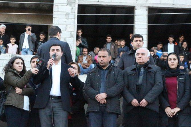 Demirtaş: Öcalan hendekler kapansın derse o zaman kapanır
