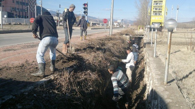 Hisarcık'ta Sulama Kanalı Temizliği Erken Başladı