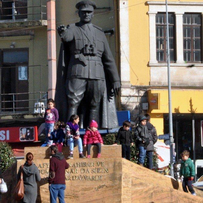 Giresun'da Vatandaşlar Güneşli Havanın Tadını Çıkardı