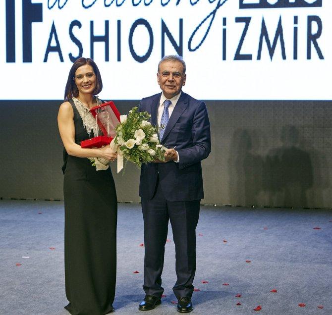Ünlü modacı Rinaudo'dan İzmir Gelinlik Fuarı'na özel defile