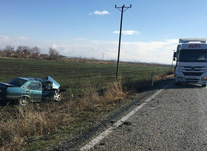 Otomobille Tır Çarpıştı: 1 Yaralı