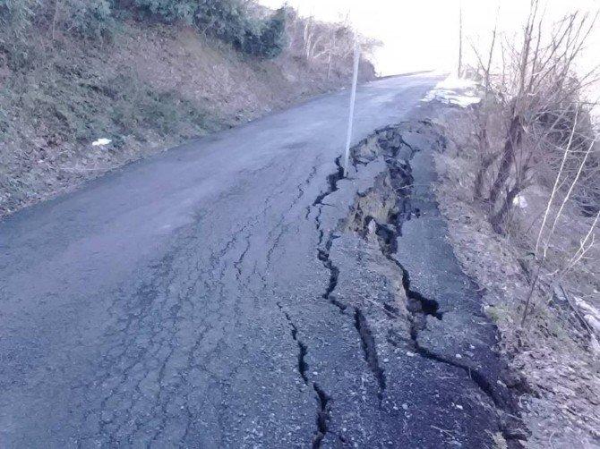 Kar Suları Köy Yollarını Çökertti